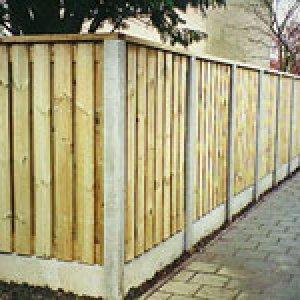 Schutting hout beton combinatie met  FSC keurmerk -