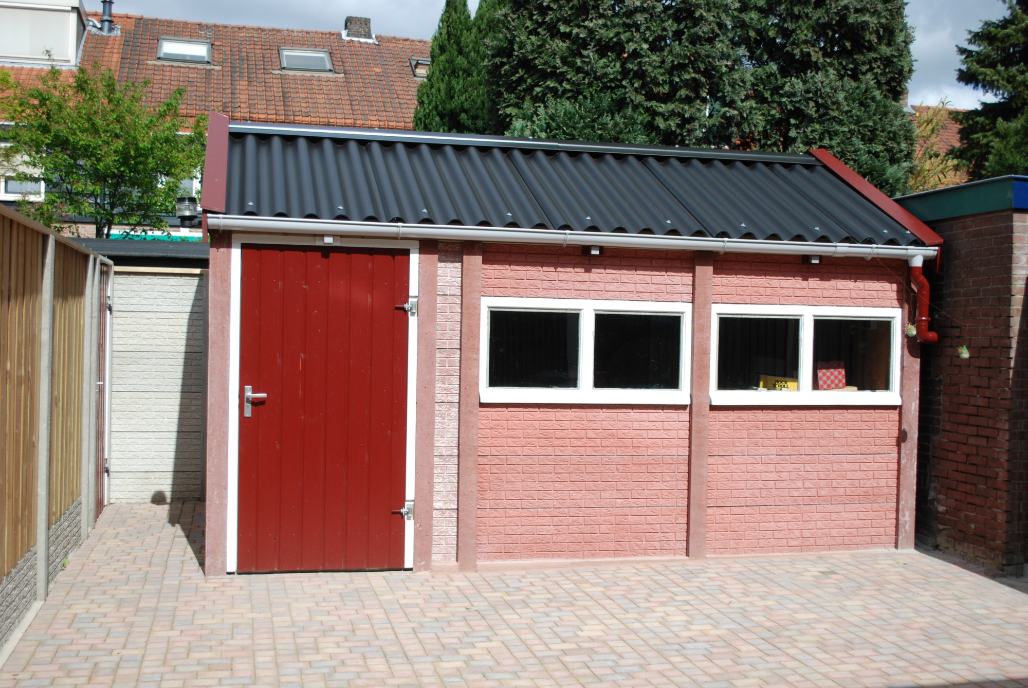 Beton Garage Prefab : Betonnen garage enkelzijdig beton systeembouw handvorm steenmotief